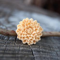 Pale Yellow Chrysanthemum Vintage Style Antique Brass Ring - Butter