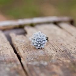 Grey Chrysanthemum Cabochon Vintage Style Ring Maid of Honor Gifts - Cloudy