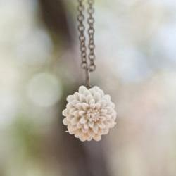 Cream-Ivory Chrysanthemum Flower Antique Brass Necklace Bridesmaid Gifts - Champagne